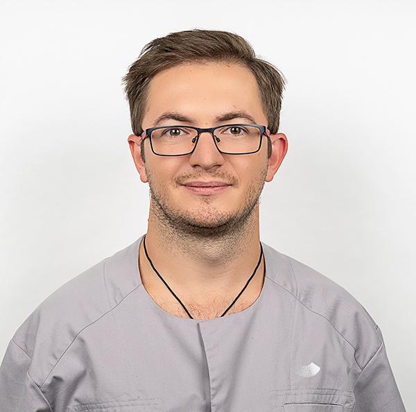 Врач стоматолог, хирург-имплантолог